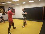 Z tréninku zápasníka MMA Matěje Fojtíka.