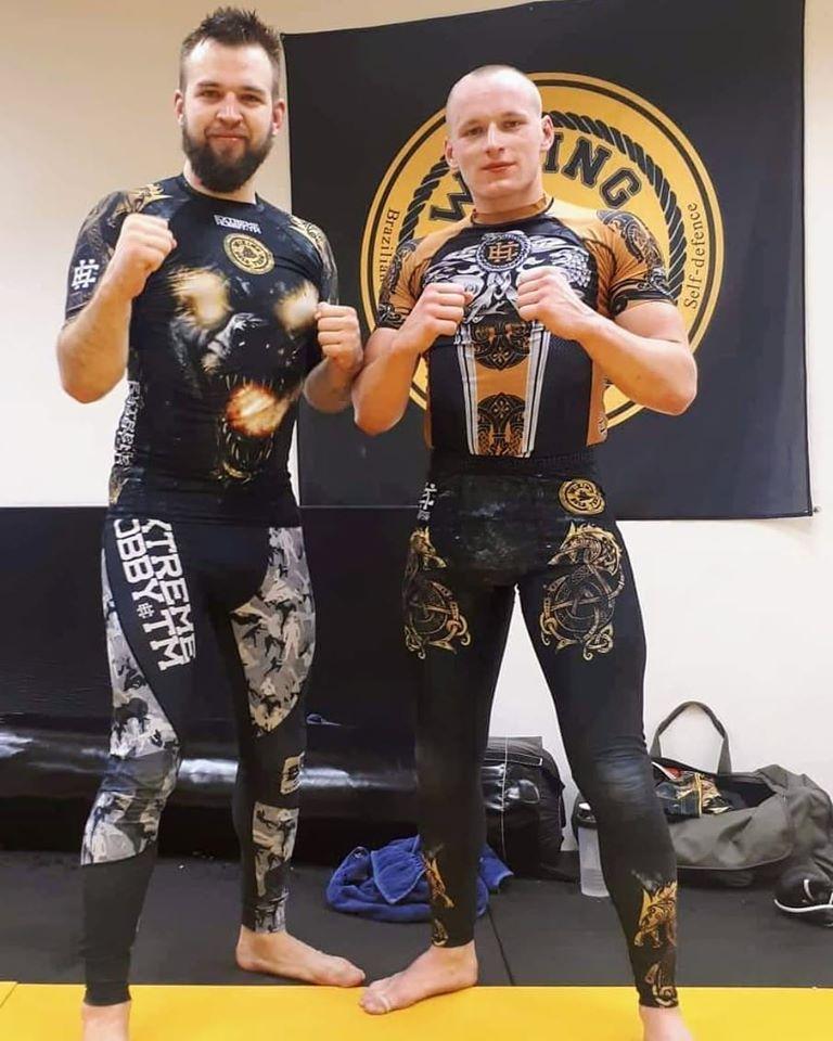 Zápasník MMA Matěj Fojtík s trenérem Bronislavem Střížem. Z fb Matěje Fojtíka.